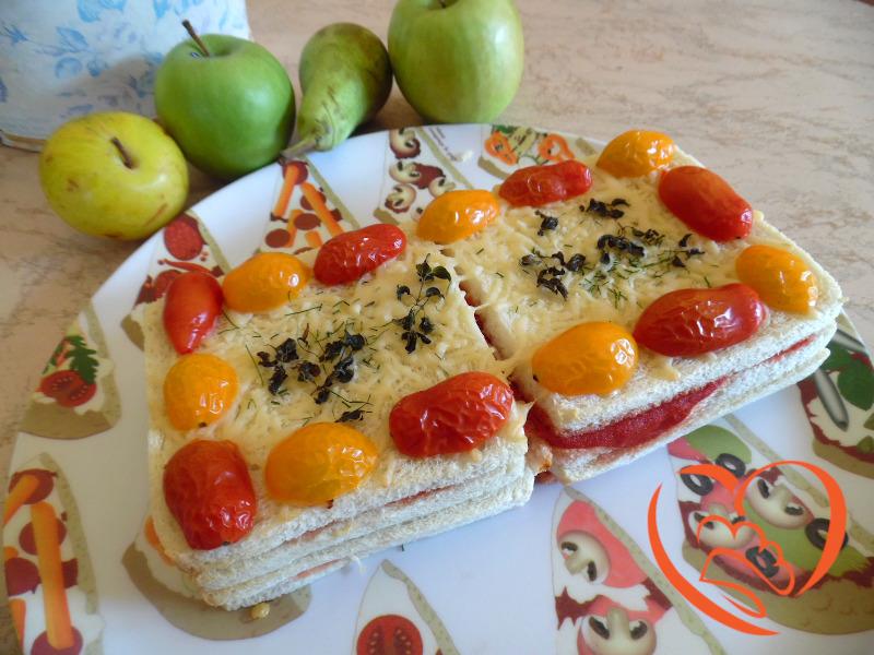 Lasagne di pane con pomodoro e formaggio